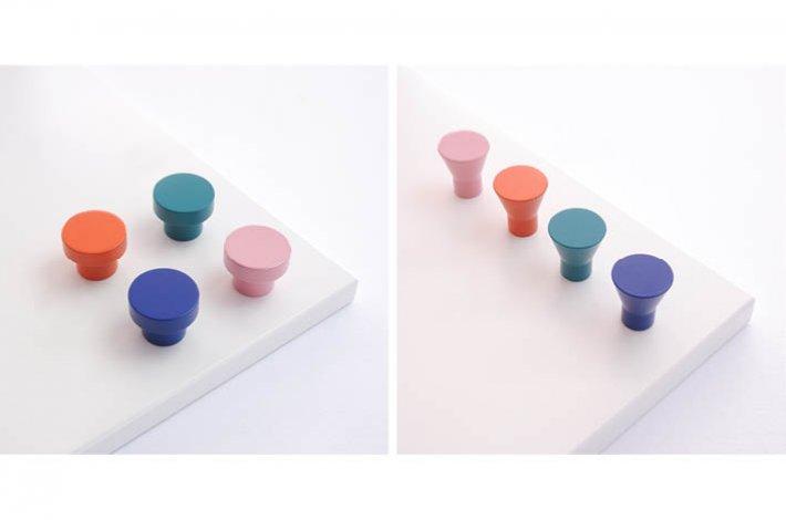 Powder-coated aluminium knobs by Swarf Hardware